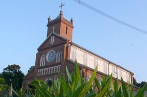 レンガ造りが美しい黒島天主堂